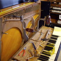 Destringing of a Steinway Z Piano